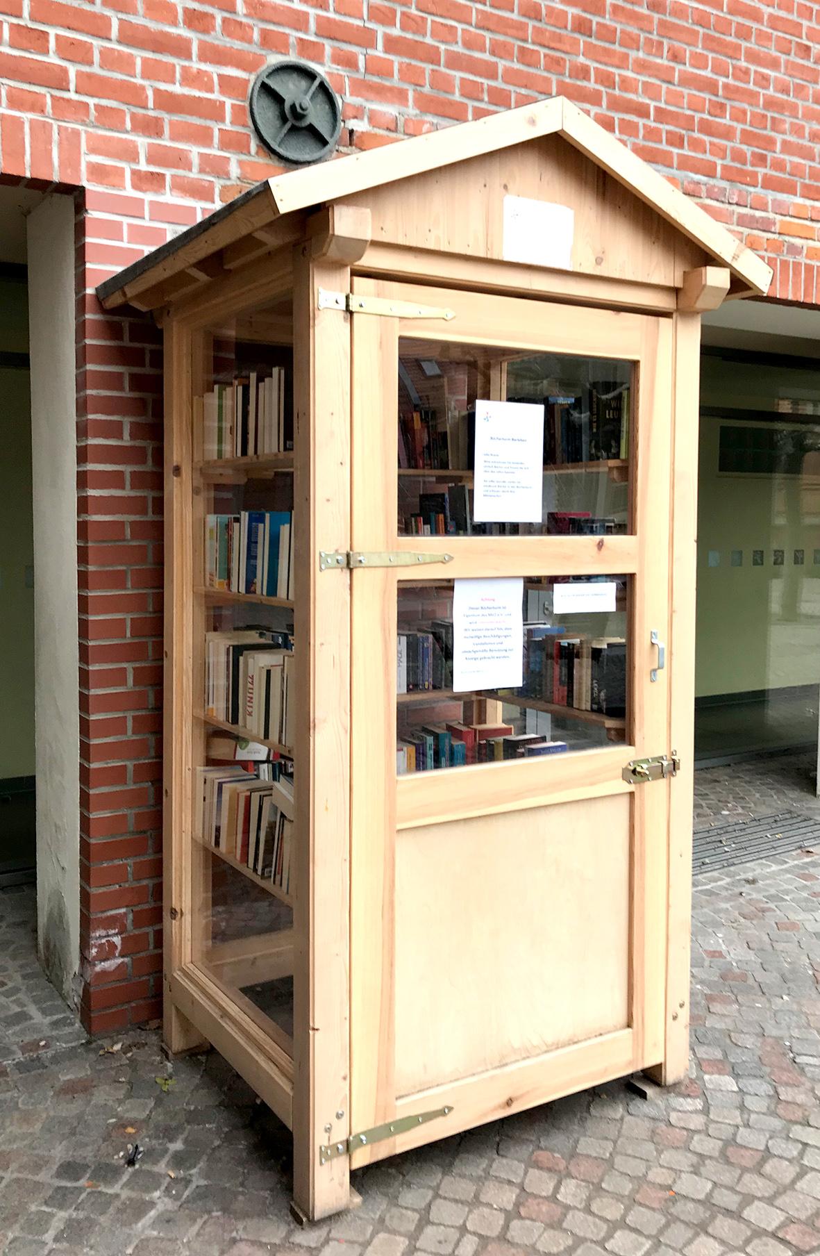 Bücherturm ist keine blaue Tonne